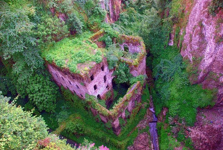 Lugares Esquecidos: Palácios e castelos abandonados