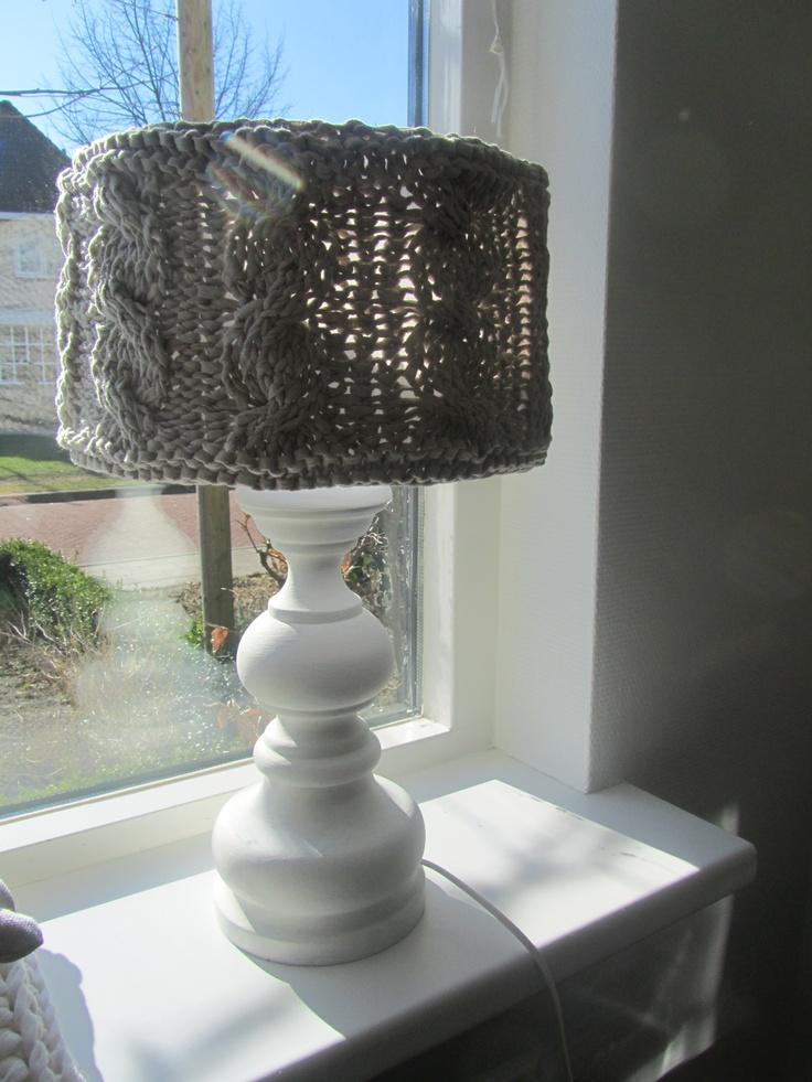 Tafellamp gebreid met Ribbon XL.