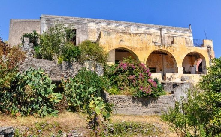 Ancient aeolian villa in Salina Messina, Italy – Luxury Home For Sale