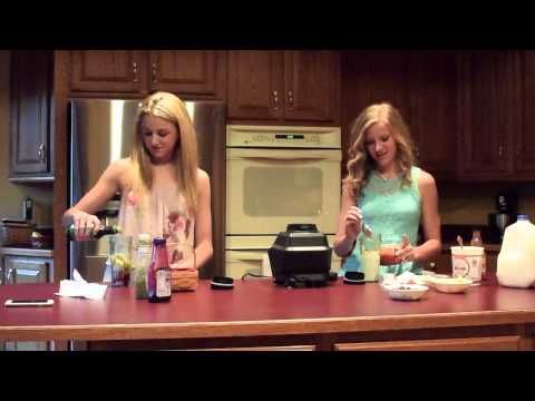 Smoothie Challenge with Paige & Chloe - YouTube