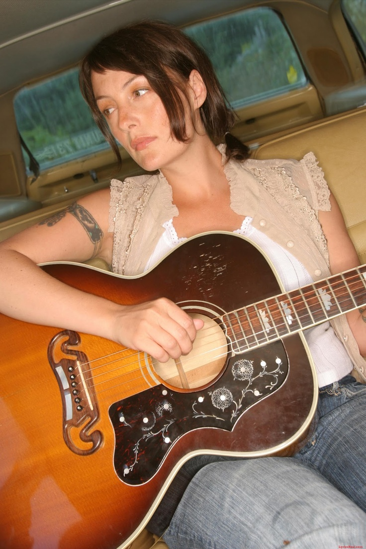 Holly McNarland and her gorgeous guitar