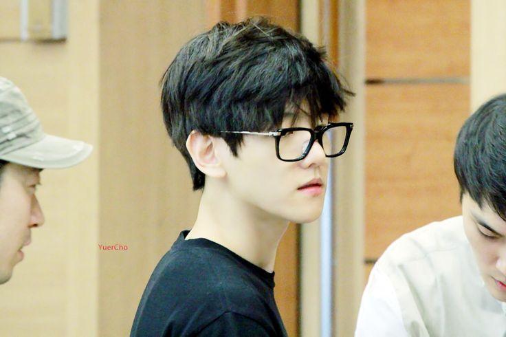 Sometimes i wonder why isnt Baekhyun a visual of EXO?? he sure has got the looks u know..