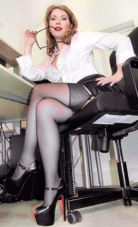 Wife in homeoffice