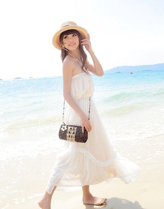 無地のホワイトは白いビーチにぴったり♡セクシーなチューブトップコーデ☆参考にしたいスタイル・ファッションまとめ♪