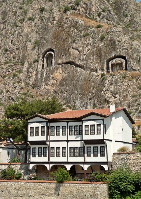 (via life and death…, a photo from Amasya, Central Anatolia | TrekEarth) Amasya, Turkey