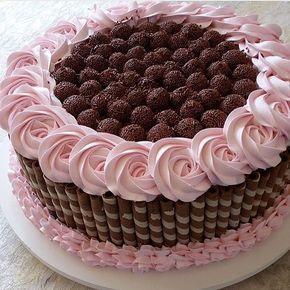 Porque sexta-feira pede uma gordice! Desejando essa obra de arte em forma de bolo! ⠀ By: @jokasttalemos ⠀