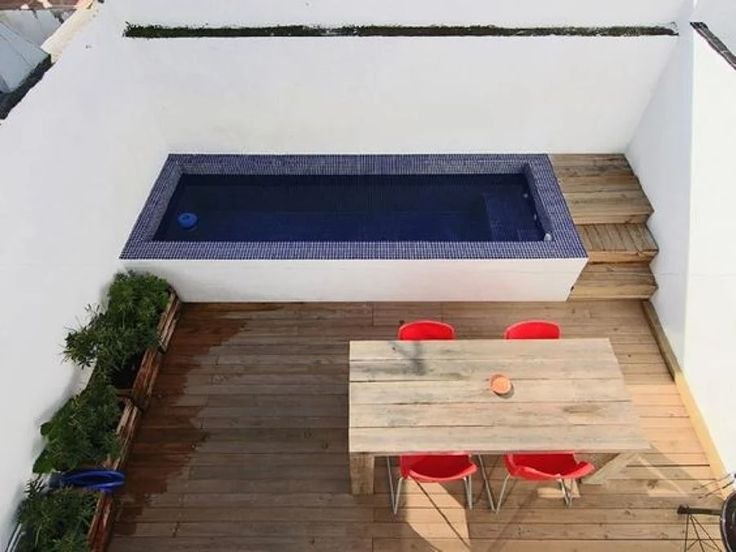 If you have a patio or balcony in your home or apartment, you need to do as an extension of the interior. We compiled 100 design ideas for patios, roof terraces Small Swimming Pools, Small Pools, Swimming Pool Designs, Mini Piscina, Small Balcony Decor, Mini Pool, Rooftop Pool, Patio Roof, Roof Balcony