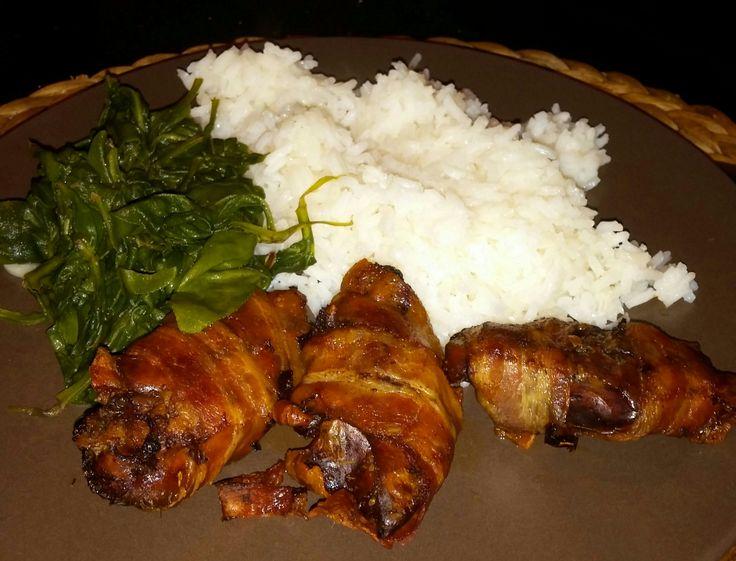 baconbe tekert csirkemáj fokhagymás spenóttal