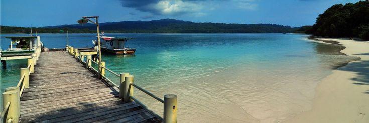 Tempat wisata yang masuk dalam wilayah Taman Nasional Ujung Kulon. Pulau Peucang dianugerahi sebagai salah satu dari situs alam warisan dunia oleh UNESCO.