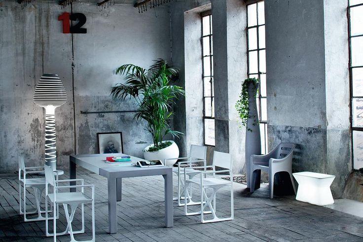 #sedia #La Regista e #tavolo Svedese per #outdoor di #Serralunga - #Neò Natura su misura Garden design e showroom | Showroom