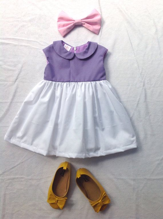 Daisy duck dress made from 100% cotton fabric.Comfortable to wear.Ideal for special occasions, birthday party or everyday. (This listing of daisy duck dress and pink hair bow.Not include the shoes.)  Sizes./ Chrest. 6 months/18 12 months/19 18 Months/19.5 2T/20.5 3T/21 4T/22 5/23 6/24 7/26 8/27  Recommend shoes matching : https://www.etsy.com/listing/278212262/minnie-mouse-shoes-snow-white-shoes?ref=shop_home...