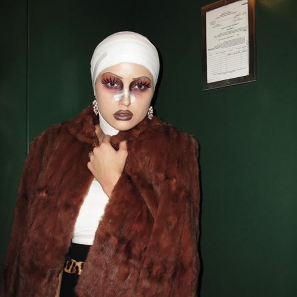 Plastic surgery victim costume via the Glamourai