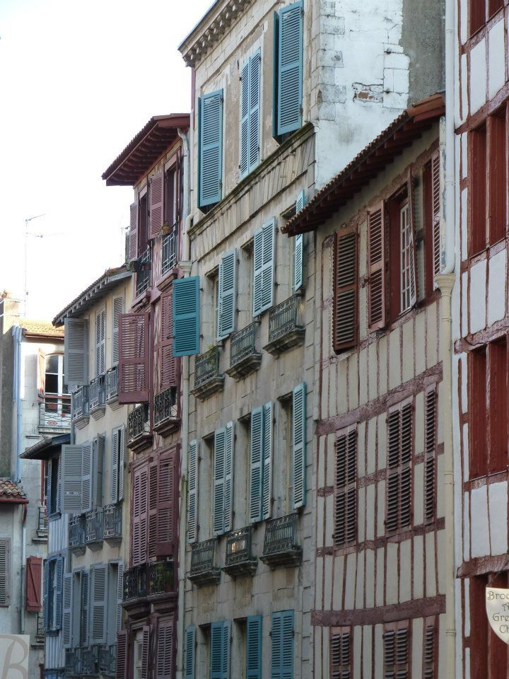 shutters, Bayonne, Pays basque