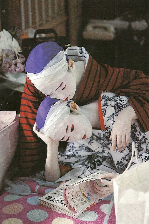 Two geiko reading. S) Love culture? Consider hosting a foreign exchange student with CCI Greenheart from a country like this! Learn more here! http://www.cci-exchange.com/usprograms/host.aspx