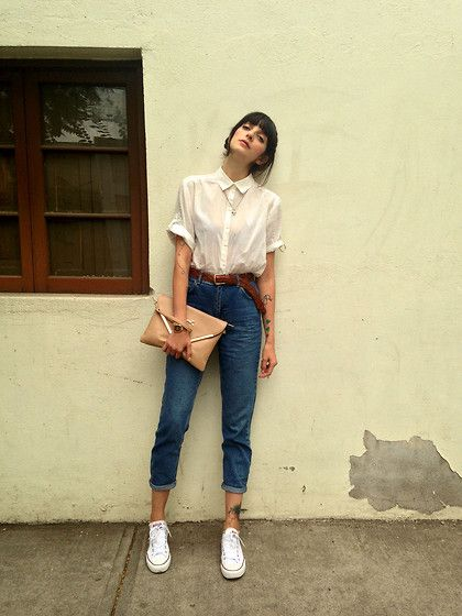 Paz  Halabi Rodriguez - H&M Blouse, Topshop Mom Jeans, Converse White, Bimba&Lola Clutch - Mom jeans