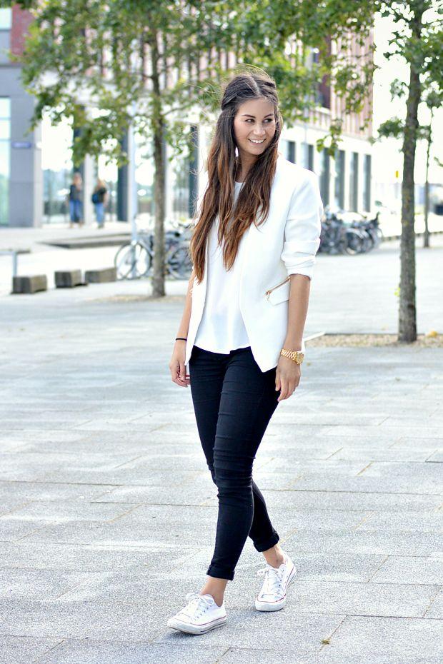 Deze outfit noem ik White & Lacey omdat ik een prachtige witte blazer en top draag, met vrouwelijke kanten mouwtjes!