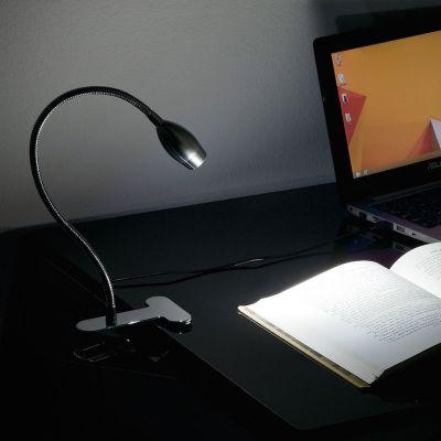 曲線のデザインが美しいUSB LEDデスクライト - 家電 Watch 挟む力が強いクリップで固定する。デスクなどの天板(70mm厚まで)に設置可能