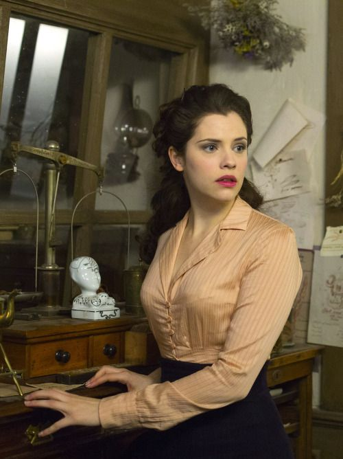Jessica De Gouw as Mina Murray in Dracula (TV Series, 2013).
