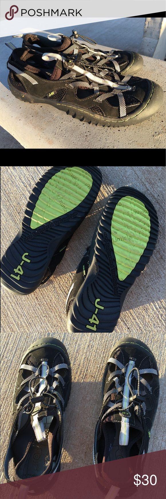 Jeep J41 water shoes sandals beach bungee Worn once. Like new jeep Shoes Sandals