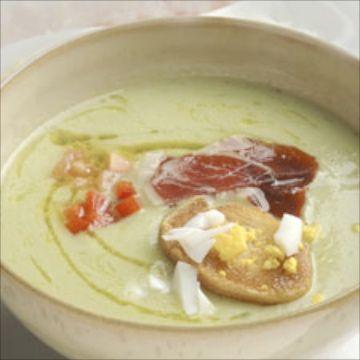 Receta de gazpacho de aguacate. Una receta fresquita y deliciosa de verano para disfrutar con amigos. Una deliciosa receta de Karlos Arguiñano. Para enfriar el