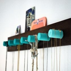 A simple, modern jewelry organizer for a clean display with pops of color. CraftgawkerDiy Ombre, Jewelry Storage, Wine Corks, Necklaces Holders, Diy Necklaces, Ombre Necklaces, Diy Jewelry, Necklaces Racks, Diy Projects