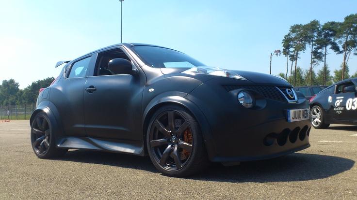 De zeer zeldzame Nissan Juke-R was door Nissan ook meegenomen naar Zolder...helaas niet om te racen (te veel decibel)