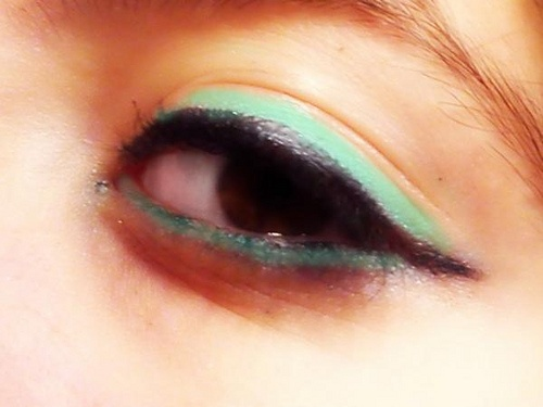 Neon eyes makeup, would love to try this out ^-^
