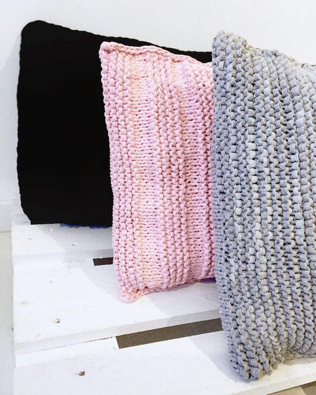 Cojines de suelo y pufs - Rectangle-Pouf crochet negro-Cojín suelo 60x50 cms - hecho a mano por Geometrik_Design en DaWanda
