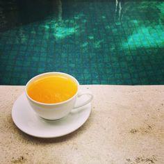 Рецепт чая с куркумой. Чай обладает полезными противовоспалительными и обезболивающими свойствами, оказывающими благотворное влияние на организм человека.