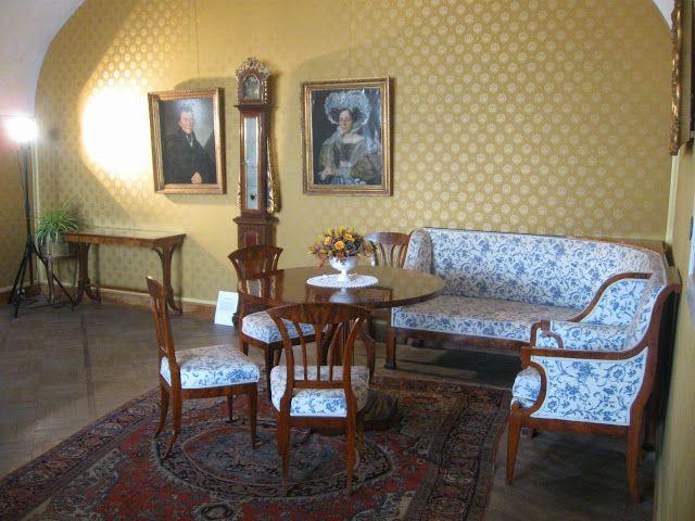 Litomyšl-, obývací pokoj s portréty rodičů Bedřicha Smetany