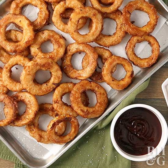 For a fun twist on the classic onion ring, switch out the onion in favor of delicata squash. These jerk-seasoned delicata squash rings will quickly become your next go-to party appetizer! #appetizer #delicatasquash #recipe