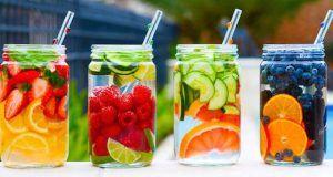 Ochutnejte tyto detoxikační nápoje jako stvořené na léto a už nebudete sahat po džusech a slazených nápojích. Navíc Vám to zajistí úbytek na váze!