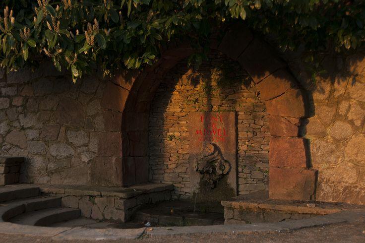 La Font de Sant Miquel va tenir una important rellevància quan, a principis del segle XX, les senyores benestants que venien de la capital, anaven a fer la seva passejada i paraven a descansar a la font on, per veure un got d'aigua, compraven a les dones del poble un got i un miso per aguantar la fredor d'aquesta.