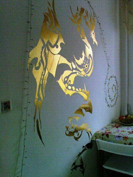 Декор стены самоклейкой. 2009.