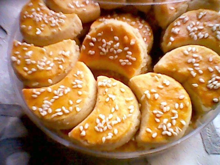 Resep Kue Kacang Bulan Sabit dari anekaresepmasakannusantara.blogspot.com ini spesial untuk persiapan lebaran lho.. coba yuk :)