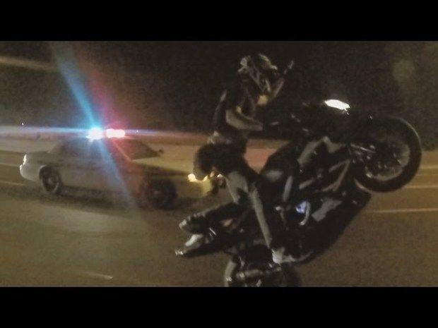 MOTORCYCLE VS COPS Street Bike WHEELIES Running From The COP Gets Away Police Chase Stunt Bike 2015