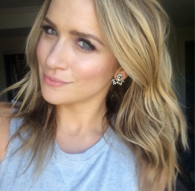 Shantel VanSanten - as Ashley Bishop Maggie's aunt