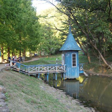あけぼの子どもの森公園 ムーミン谷の水浴び小屋
