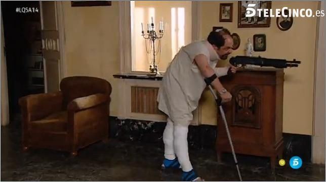 Antonio Recio con su fusil ante la Guardia Civil #LQSA14