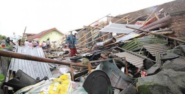 Diterjang Puting Beliung, Sejumlah Rumah di Sukabumi Rusak