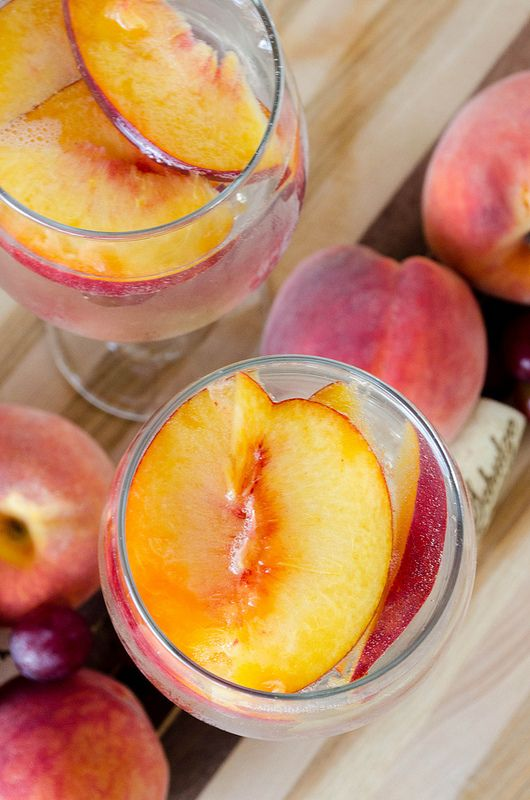 White Peach Sangria serves about 6 1-750 ml bottle sweet white wine (moscato is a great choice) 1 cup peach schnapps (or peach flavored vodka) 2 cups seltzer 2 peaches, sliced* 1 cup grapes, halved*