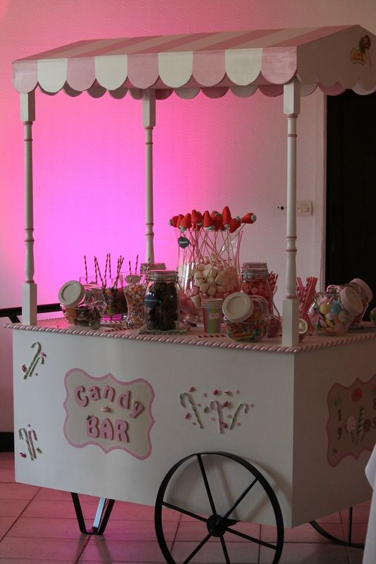 candy bar sur roues dans les tons de rose bar bonbon. Black Bedroom Furniture Sets. Home Design Ideas