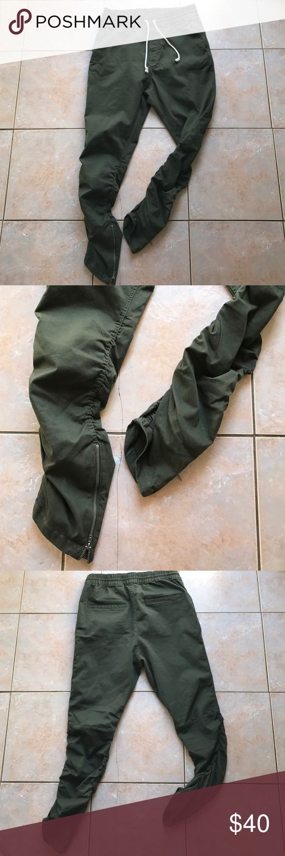 H&M Zipper Pants Men's olive zipper pants has a rouched ankle and zipper! It's a fear of god yeezy inspiration type style! Brand new! Never worn! Just tried on! No tags because I rip them off sorry! Size 32 men but can fit a small or medium waist stylish gal! Price is firm! SOLD OUT H&M Pants Skinny
