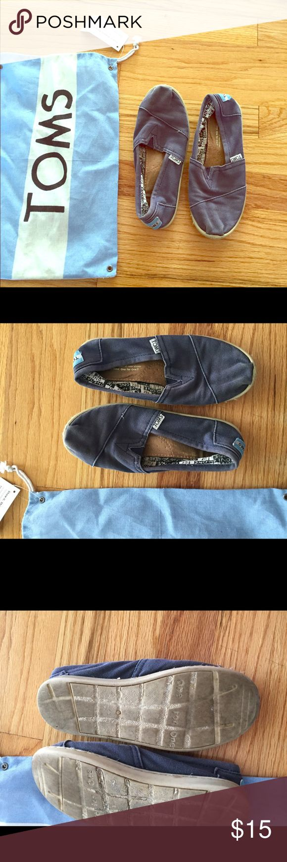 TOMS kids youth size 2.5 blue one for one unisex Kids toms . Used. See pics. Comes with bag. Size 2.5 youth blue TOMS Shoes Moccasins