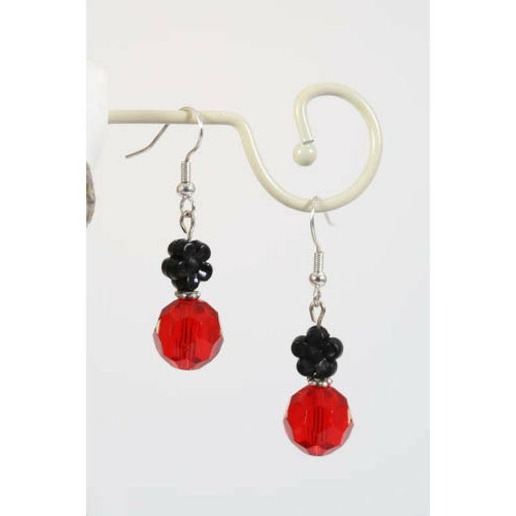 http://www.onlinejuwelenkopen.be/Rode-oorbellen-met-zwart-bloemetje?search=rood&page=2