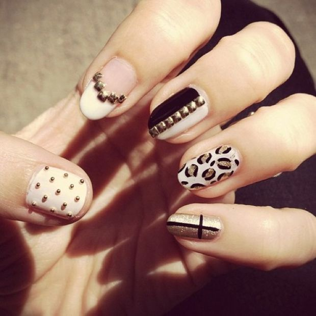 36 Trendy Nails With Golden Designs  #nail #unhas #unha #nails #unhasdecoradas #nailart #gorgeous #fashion #stylish #lindo #golden #gold #dourado