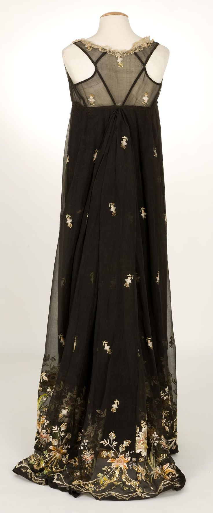 Dress, 1800-1810, Documentation Centre ja Textile Museum - CDMT
