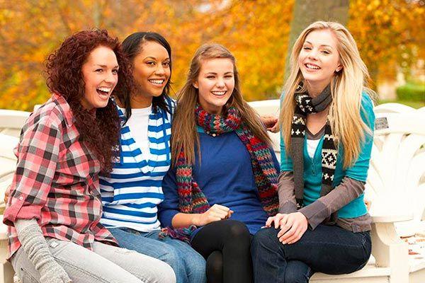 ¿Estás organizando una reunión entre chicas y necesitas algunas actividades que te ayuden a romper el hielo? ¡No busques más! El siguiente artículo te ofrecerá cinco fantásticos juegos que harán que la diversión se apodere de tu celebración, en segundos.
