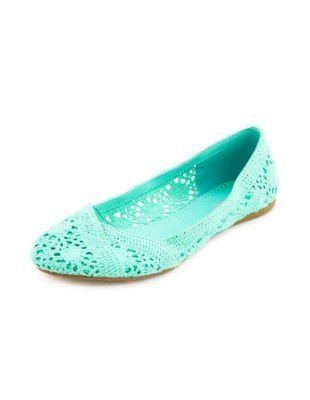 sorry to all my followers about all the high heels I pinned- I had a moment, so here's some flat shoes for you:)