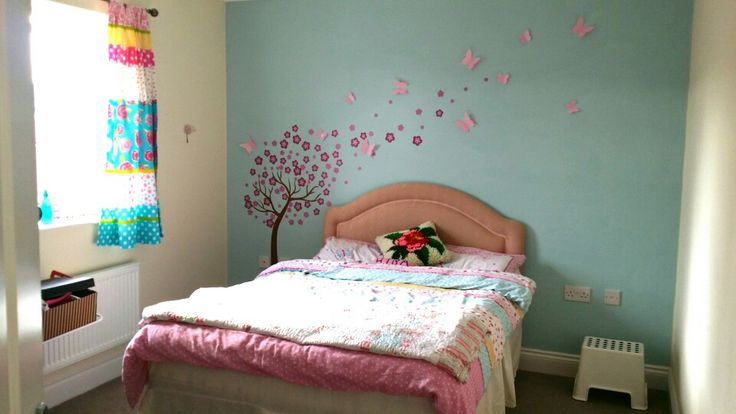 I used dulux mint macaroon for the feature wall and for Dulux paint ideas bedroom